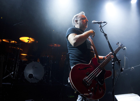 photos-peter-hook-performing-closer-en-hommage-a-joy-division-le-17-decembre