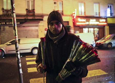 la-vraie-vie-des-vendeurs-de-roses-a-paris