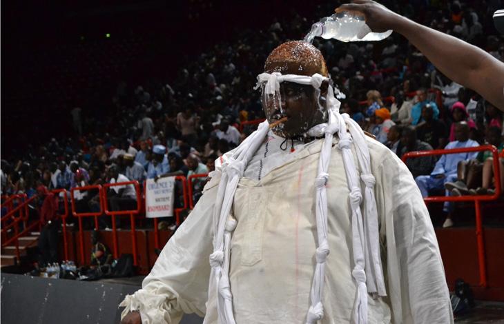 A bercy la lutte s n galaise fait son show streetpress for Interieur sport lutte senegalaise