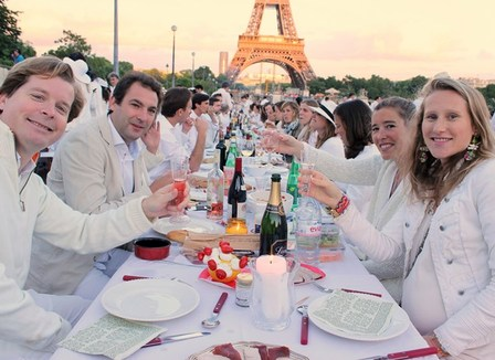 diner-en-blanc-on-s-amuse-tellement-plus-entre-riches