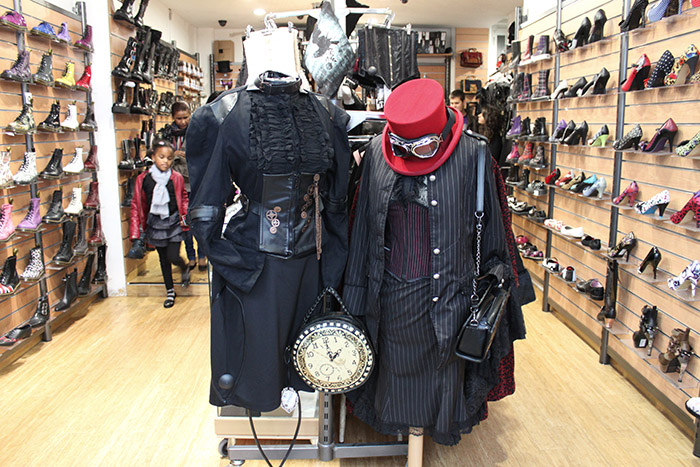 Chez l 39 indien rep re des steampunks de paname streetpress - L indien boutique paris ...